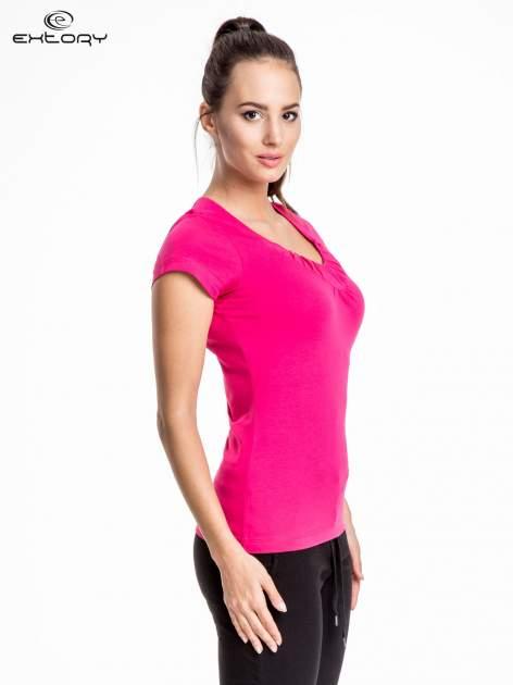 Rózowy damski t-shirt sportowy z marszczonym dekoltem                                  zdj.                                  3