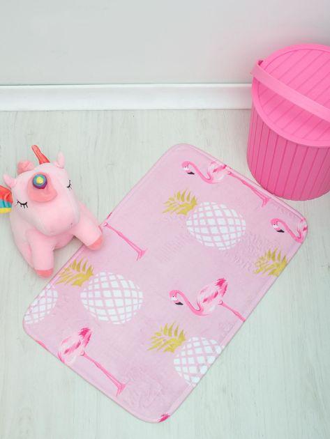 Różowy dywanik podłogowy z nadrukiem                              zdj.                              2
