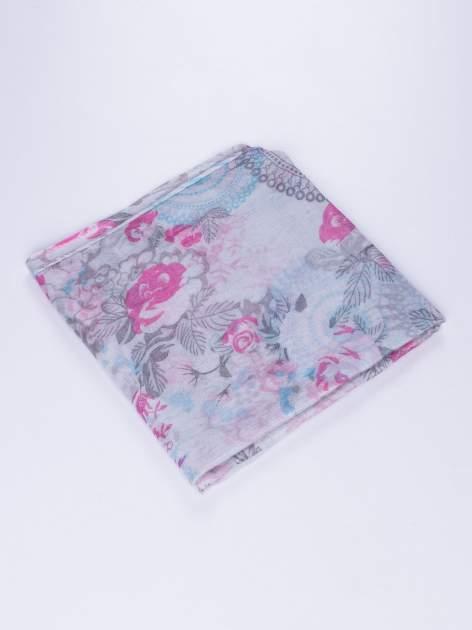 Różowy komin w kwiaty z orientalnym akcentem                                  zdj.                                  2