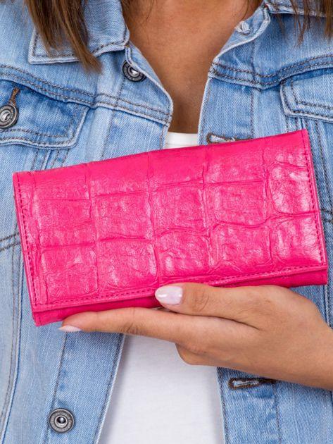 Różowy portfel damski z tłoczeniem