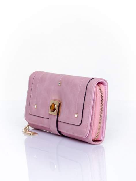 Różowy portfel z dżetami i ozdobnym zapięciem                                  zdj.                                  3