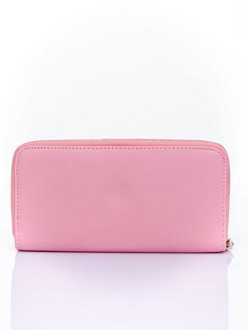 Różowy portfel z ozdobnym zapięciem i złotym uchwytem                                  zdj.                                  2