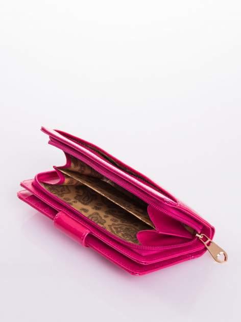 Rożowy portfel ze złotym zapięciem efekt skóry saffiano                                  zdj.                                  5