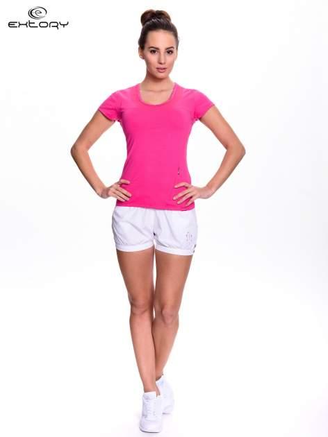 Różowy t-shirt sportowy z przeszyciem przy dekolcie i kieszonką                                  zdj.                                  2