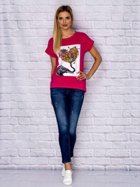 Różowy t-shirt z malarskim nadrukiem                              zdj.                              4