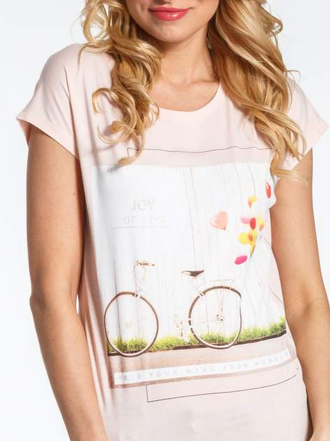 Różowy t-shirt z nadrukiem JOY OF LIFE                                  zdj.                                  4