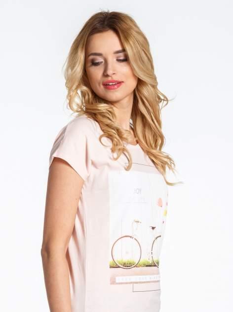 Różowy t-shirt z nadrukiem JOY OF LIFE                                  zdj.                                  5