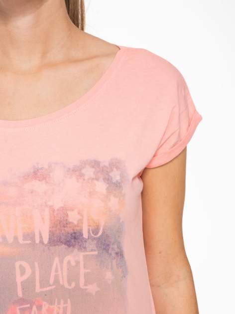 Różowy t-shirt z napisem HEAVEN IS A PLACE ON EARTH WITH YOU                                  zdj.                                  5