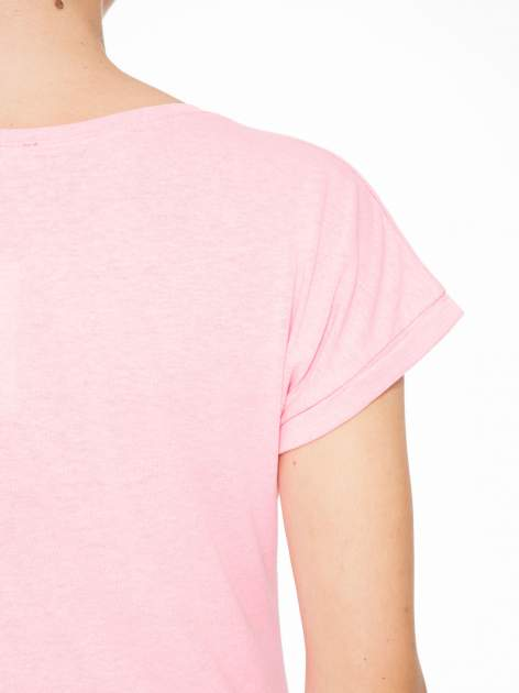 Rózowy t-shirt z napisem JUST YOU AND ME                                  zdj.                                  8
