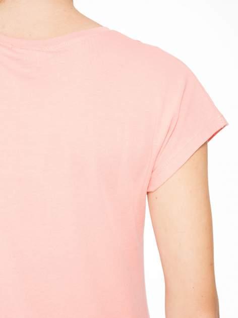 Rózowy t-shirt z napisem THE BEST IS YET TO COME                                  zdj.                                  8