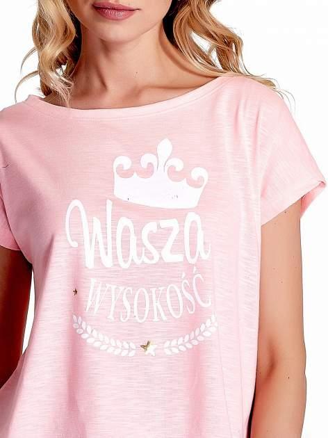Różowy t-shirt z napisem WASZA WYSOKOŚĆ                                  zdj.                                  5