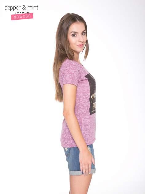Różowy t-shirt ze złotym napisem A LIST OF GRACEFUL PLACES                                  zdj.                                  3