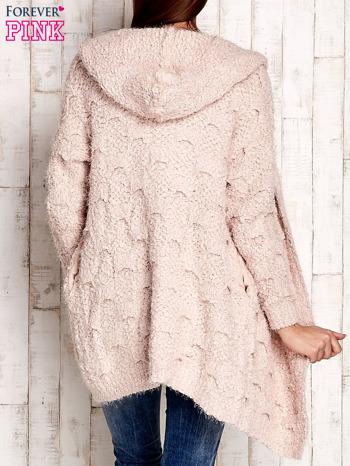 Różowy włochaty sweter z kapturem                                  zdj.                                  4