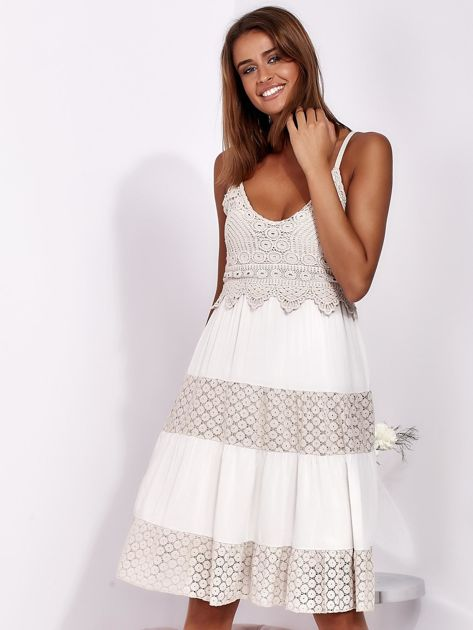 Beżowa sukienka na ramiączkach z koronką                              zdj.                              1