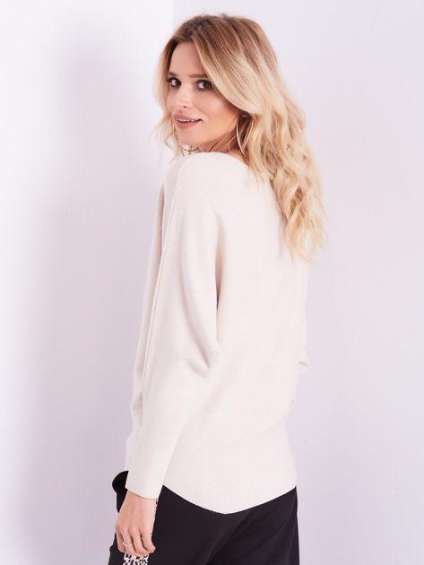 SCANDEZZA Beżowy sweter oversize z błyszczącym napisem                              zdj.                              3