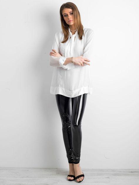 Biała bluzka z wiązaniem                              zdj.                              4