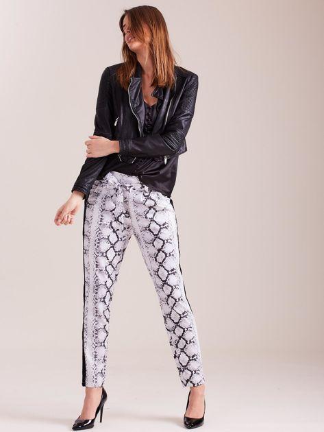 SCANDEZZA Białe spodnie we wzory                              zdj.                              5