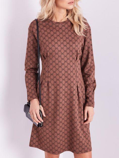 Brązowa sukienka ze wzorem                              zdj.                              2