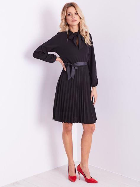 Czarna sukienka z wiązaniami                              zdj.                              1