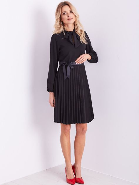 Czarna sukienka z wiązaniami                              zdj.                              12
