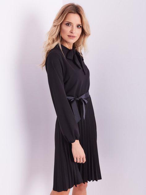 Czarna sukienka z wiązaniami                              zdj.                              3