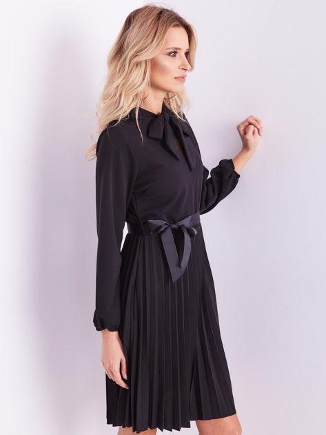 SCANDEZZA Czarna sukienka z wiązaniami                              zdj.                              7