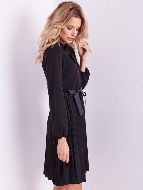 Czarna sukienka z wiązaniami                              zdj.                              6
