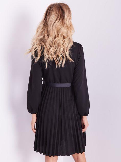 Czarna sukienka z wiązaniami                              zdj.                              5