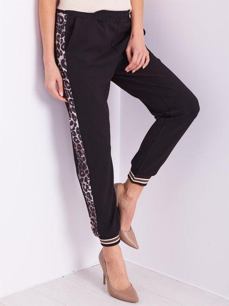 SCANDEZZA Czarne spodnie dresowe z lampasami                              zdj.                              4