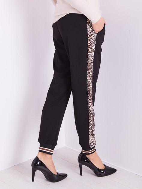 SCANDEZZA Czarne spodnie z cętkowanym lampasem                              zdj.                              6