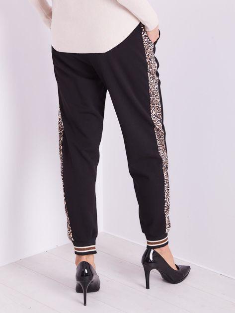 SCANDEZZA Czarne spodnie z cętkowanym lampasem                              zdj.                              9
