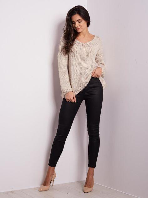 Jasnobeżowy luźny sweter                               zdj.                              1