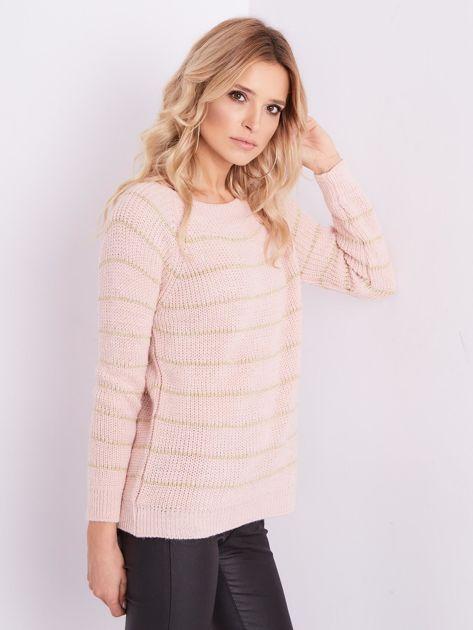 Jasnoróżowy sweter z błyszczącą nitką                              zdj.                              5