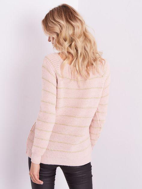 Jasnoróżowy sweter z błyszczącą nitką                              zdj.                              6