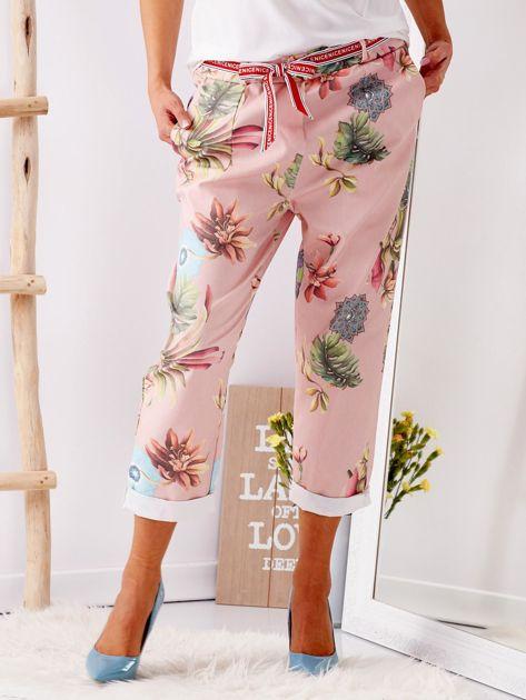 Różowe spodnie w kwiaty                              zdj.                              4