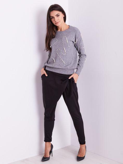 Szary sweter z perełkami                              zdj.                              1