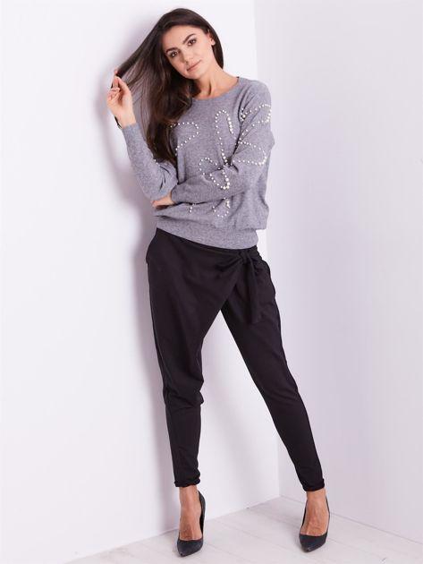 Szary sweter z perełkami                              zdj.                              6