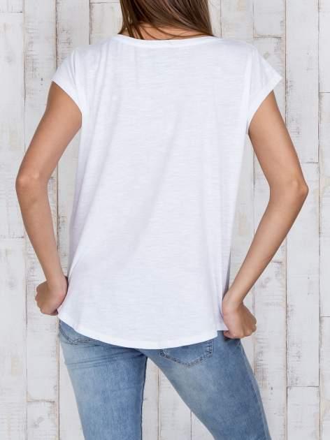 STRADIVARIUS Biały t-shirt basic z kieszonką                                  zdj.                                  4