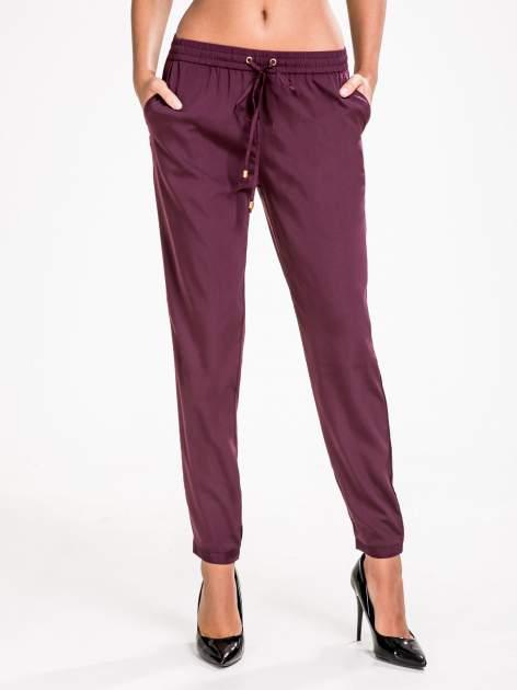 STRADIVARIUS Burgundowe spodnie z lejącej tkaniny z kieszeniami