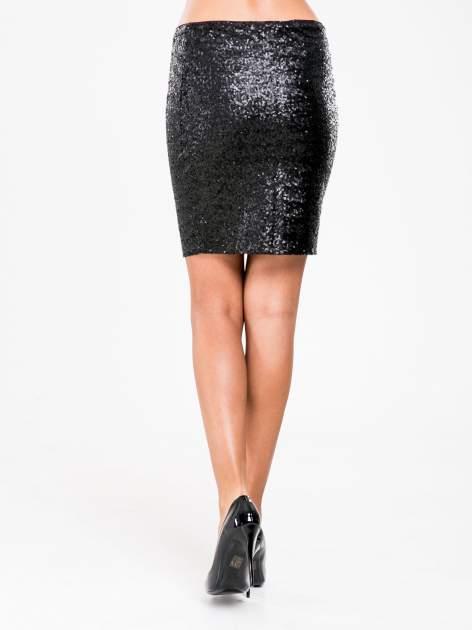 STRADIVARIUS Czarna mini spódnica tuba z cekinów                                  zdj.                                  2