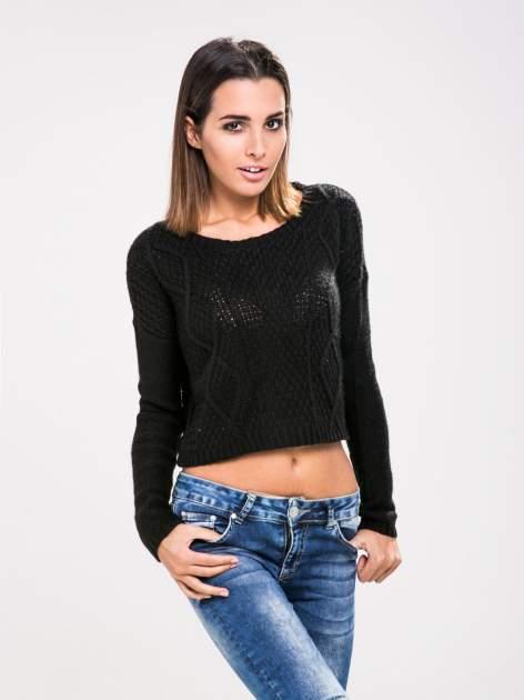 STRADIVARIUS Czarny sweter typu cropped z warkoczowym splotem                                  zdj.                                  1