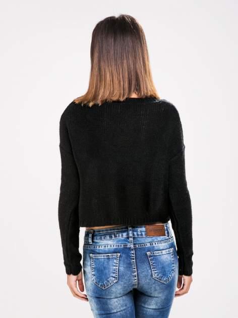 STRADIVARIUS Czarny sweter typu cropped z warkoczowym splotem                                  zdj.                                  2