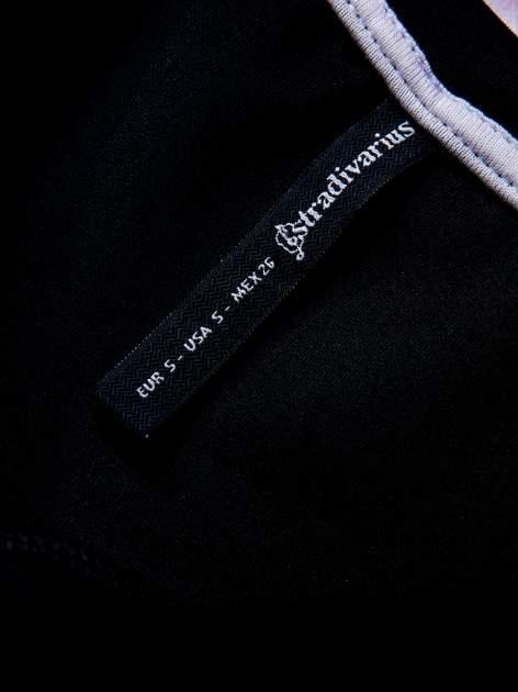 STRADIVARIUS Czarny t-shirt typu cropped z nadrukiem 1992                                  zdj.                                  3