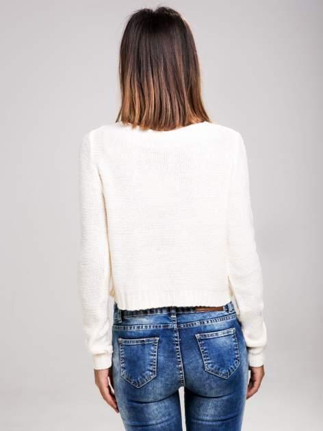 STRADIVARIUS Ecru sweter typu cropped z warkoczowym ściegiem                                  zdj.                                  2