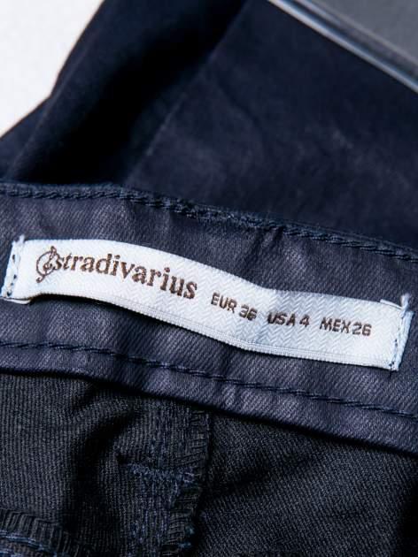 STRADIVARIUS Granatwe spodnie rurki woskowane                                  zdj.                                  3