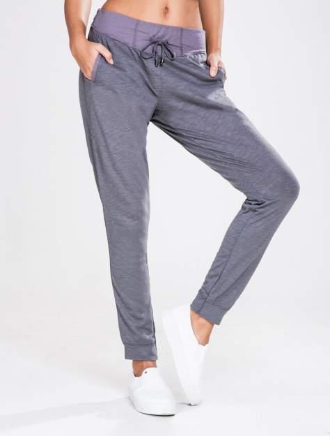 STRADIVARIUS Szare spodnie dresowe typu slim z ozdobnym pasem                                  zdj.                                  1