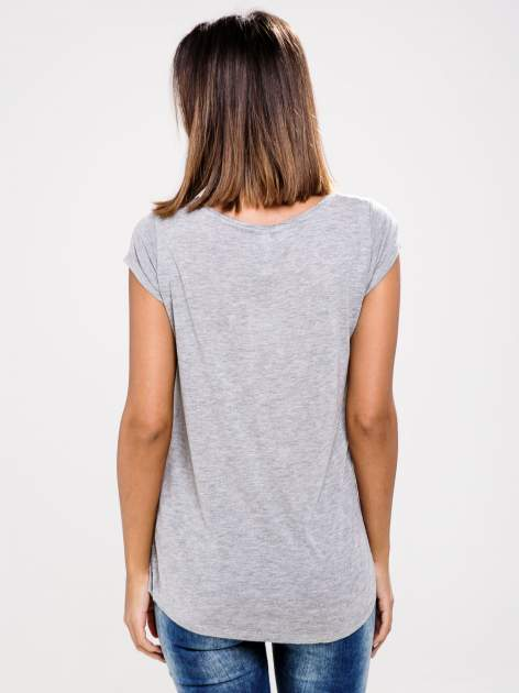 STRADIVARIUS Szary t-shirt z nadrukiem kotka                                  zdj.                                  2