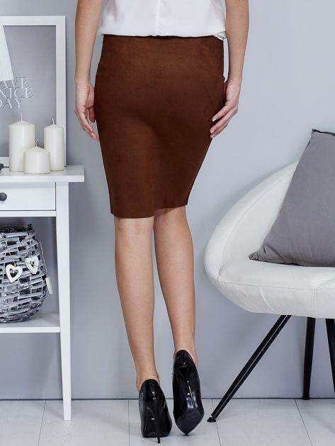 Spódnica ciemnobrązowa z imitacji zamszu ze sznurowaniem                               zdj.                              2