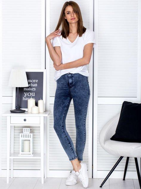 Spodnie ciemnoniebieskie high waist z dekatyzacją                               zdj.                              4