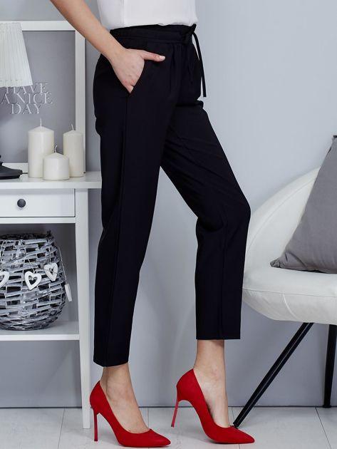 Spodnie czarne lejące z paskiem                                  zdj.                                  5